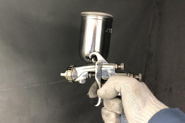 Gravity feed air spray